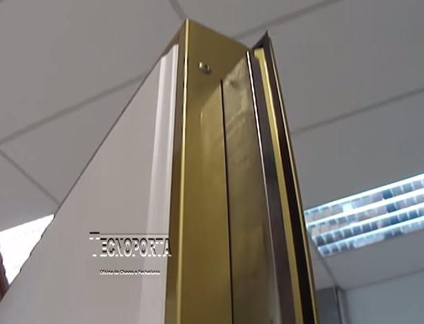 porta blindada com sistema de tranca vertical tipo guilhotina com 2 voltas