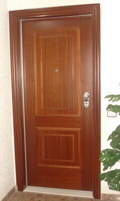 porta blindada tesa modelo premium com acabamento em mogno