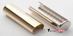 capas em plástico para revestir as dobradiças em aço instaladas em portas blindadas