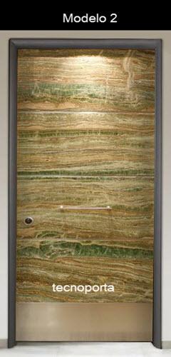 Painel fabricado em mármore natural para revestir portas blindadas Tecnoporta, disponível por encomenda.