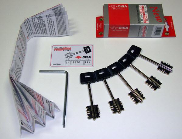 Conjunto com 3 chaves cisa para simples troca de chaves em portas blindadas cisa