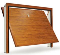 Portão fabricado em aço galvanizado com acabamento em PVC a imitar folha de madeira