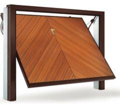 Portão fabricado em aço galvanizado com acabamento em pvc a imitar folha de madeira natural