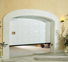Portão Seccionado com painel q7 com acabamento em branco