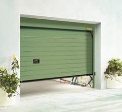 Portão Seccionado com painel as ricas lacado em verde