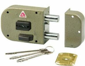 FECHADURA CR caixa pequena com chaves de duplo palhetão