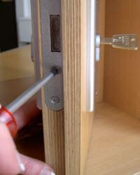 2 passo : retirar o parafuso de fixação