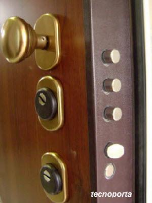 fechadura com espelhos blindados instalados