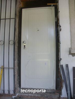 porta blindada dierre modelo AT4 com painel branco para o exterior