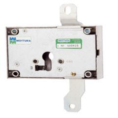 Fechadura mottura para bloquear trancas verticais instaladas em portas blindadas. funciona com um cilindro europeu