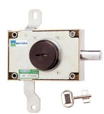Fechadura para bloqueio de trancas verticais, funciona como uma simples chave de bomba
