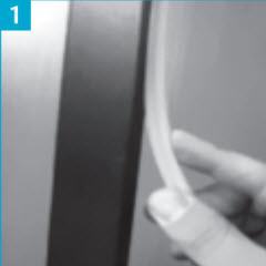 Coloque junta ou borracha no aro metálico antes de do encaixe ao pré aro, muito importante para isolar o aro as passagens de ar através do aro