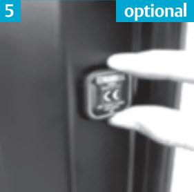 Não é importante, mas para identificar a marca da porta blindada à posterior, convém colocar  a etiqueta no buraco que esta no aro na zona do limitador
